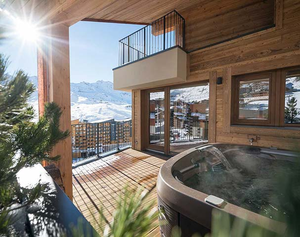 Chalets Cocoon Val Thorens - Enjoy a relaxing Jacuzzi on your own private terrace with some of the best views in Val Thorens.