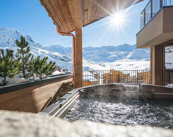 Chalets Cocoon Val Thorens - Stunning views over Val Thorens from the outdoor Jacuzzi's.